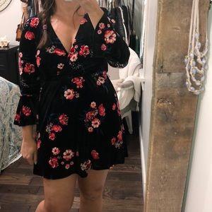 Divided size 8 black velvet floral flirty dress